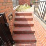 塀と階段の放置は命の危機?!(汗)家族の安全を守る外構リフォーム工事とは?